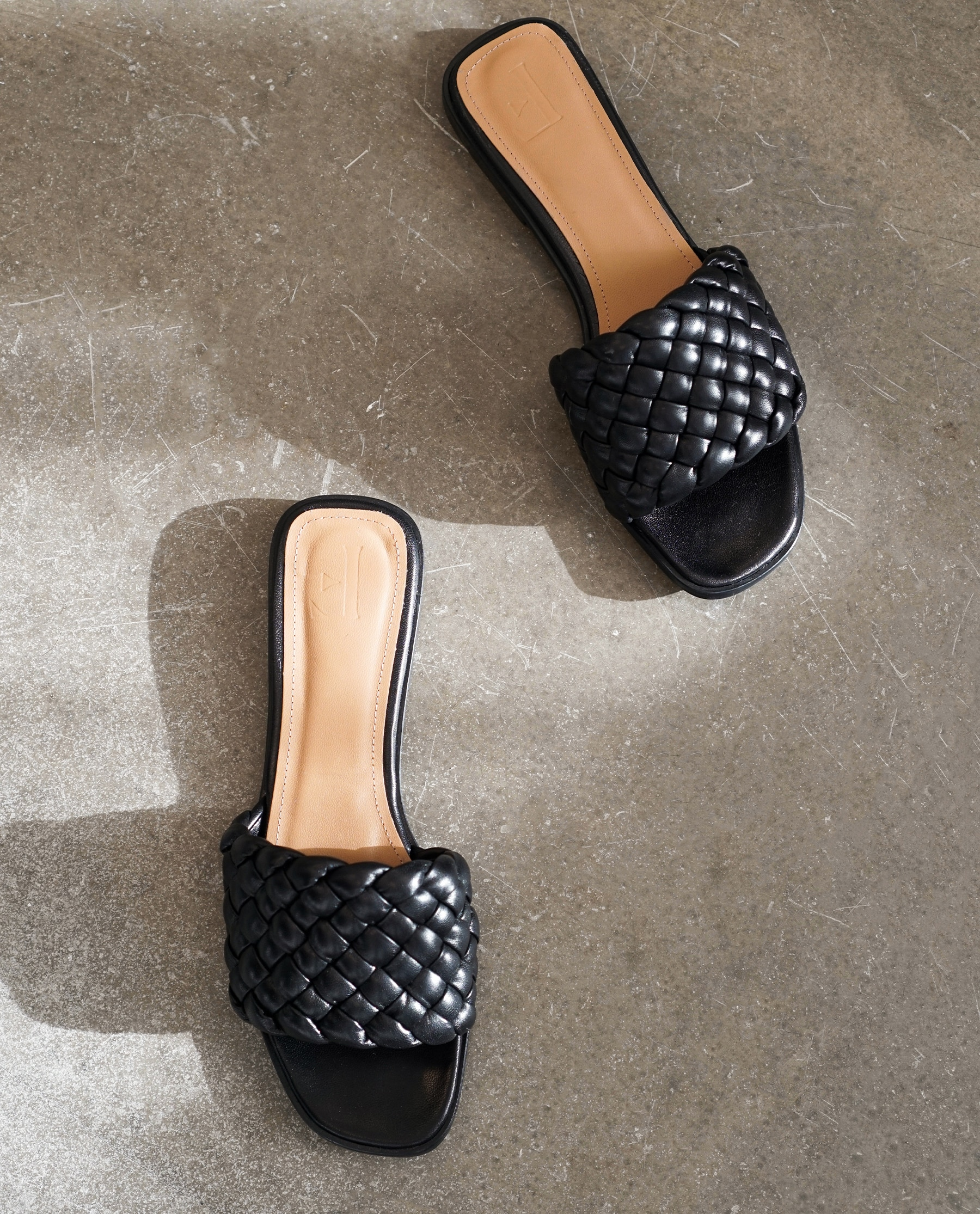 Minou Leather Black